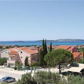 4 Bedroom Villa with Pool and Sea View in Brodarica near Sibenik, sleeps 9-10
