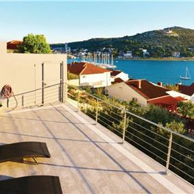 1 Bedroom Apartment with Shared Pool and Sea View in Murter, Sleeps 4