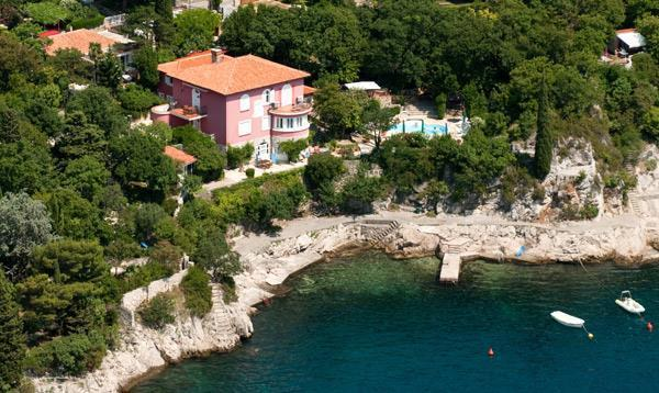 Studio Apartment with Shared Pool near Crikvenica, sleeps 2-3