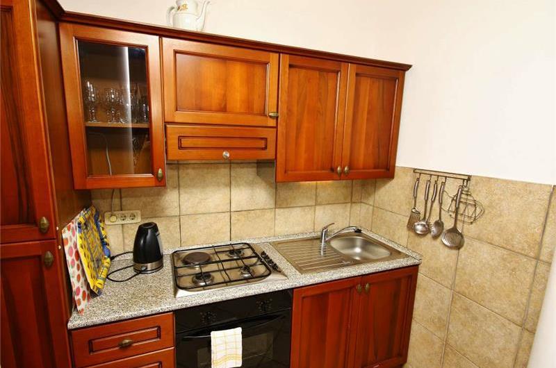 Studio Apartment with Shared Pool near Crikvenica, sleeps 2-3