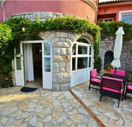 Studio Apartment with Shared Pool near Crikvenica, sleeps 2-4