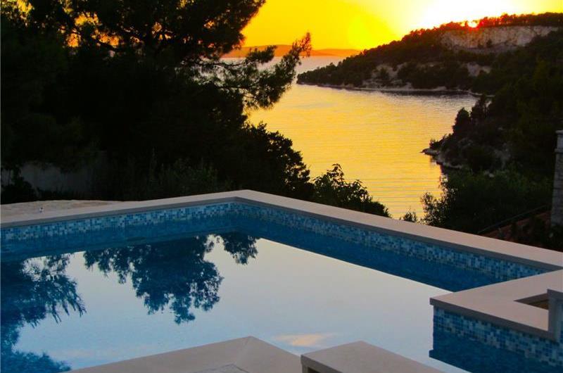 2 bedroom Seaside Villa with Pool on Brac Island, Sleeps 4