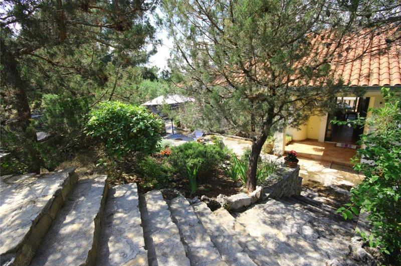 2 bedroom Seaside Villa with Pool on Brac Island, Sleeps 4
