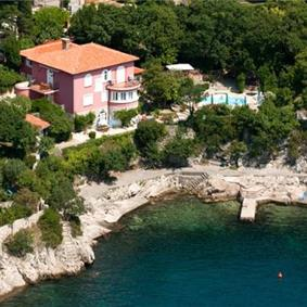 1 Bedroom Apartment with Shared Pool near Crikvenica, Sleeps 2-4