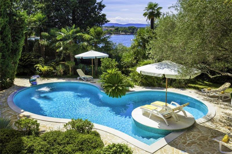 4 Bedroom Luxury Seaside Villa with Pool & Chef Service Option, Sleeps 8