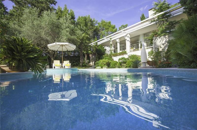 4 Bedroom Luxury Seaside Villa with Pool & Chef Service Option, Sleeps 8