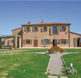 6 Bedroom Villa in Foiano della Chiana sleeps 12-14