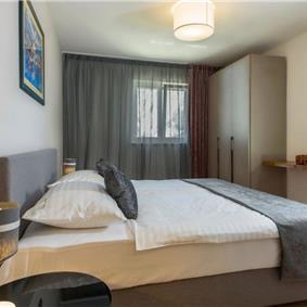 5 bedroom villa with pool near Labin, sleeps 9