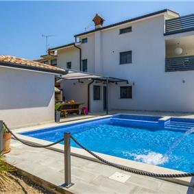 5 bedroom villa with pool near Labin, sleeps 9