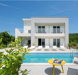 4 bedroom villa with pool near Labin, sleeps 8-9