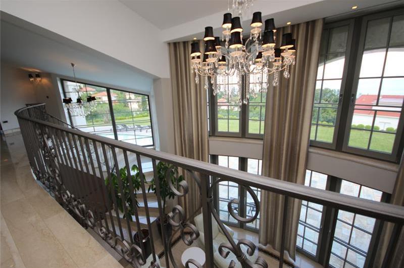 Luxury 4 Bedroom Villa with Pool in Lovran, Sleeps 8-10