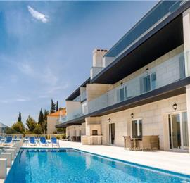2 and 3 bedroom apartments with shared pool and sea views in Seget Vranjica near Trogir, sleeps 4-6