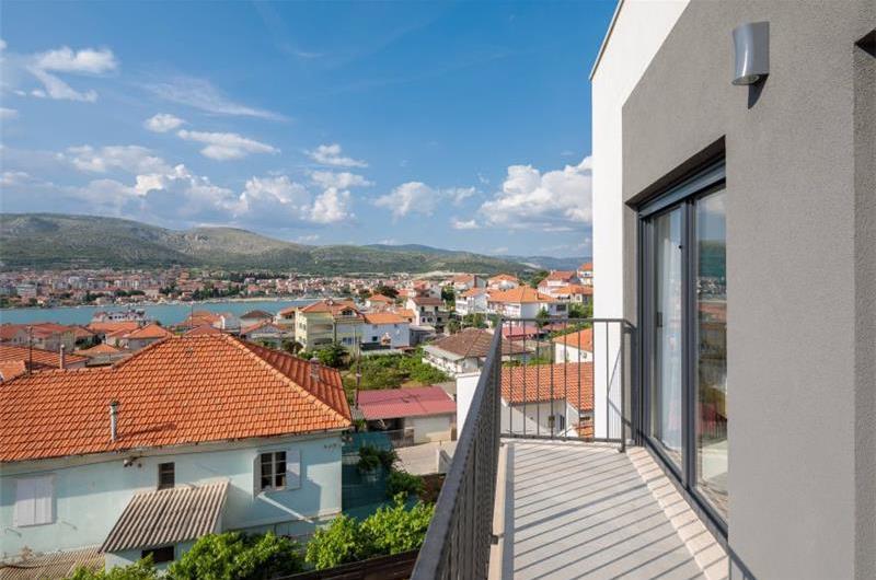 4 Bedroom Villa with Pool on Ciovo Island near Trogir, sleeps 8-10