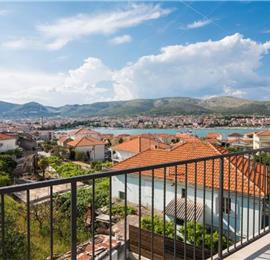 4 Bedroom Villa with Pool on Ciovo Island near Trogir, sleeps 8-10