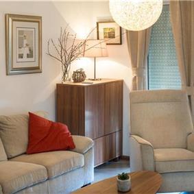 4 Bedroom Villa with Pool and Sea Views in Seget Vranjica, Sleeps 8