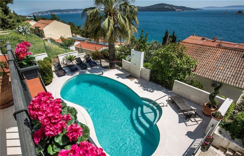 4 Bedroom Villa with Pool and Sea Views in Seget Vranjica, Sleeps 8