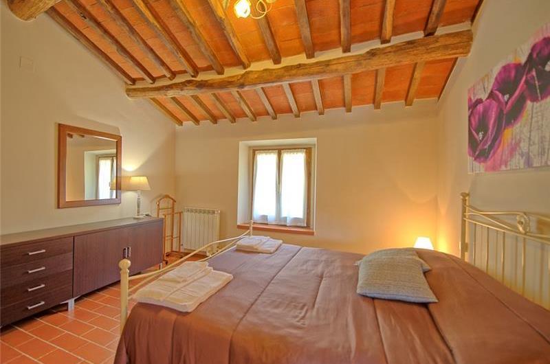 7 Bedroom Villa with Pool near Loro Ciuffenna in Tuscany, Sleeps 14