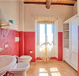 8 Bedroom Villa with Pool near Bucine, Tuscany, Sleeps 16-18