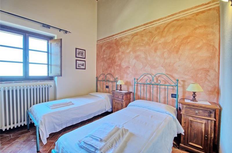 8 Bedroom Villa in Campiglia d'Orcia, Sleeps 16