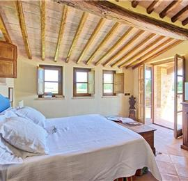 4 Bedroom Villa with Pool near Assisi in Umbria, Sleeps 9