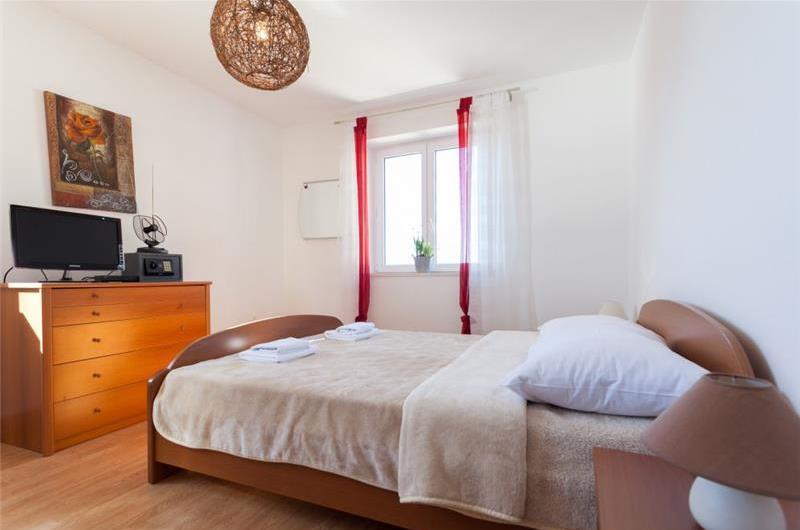 3 Bedroom Beachfront Villa with Pool in Lozica near Dubrovnik, sleeps 6-8