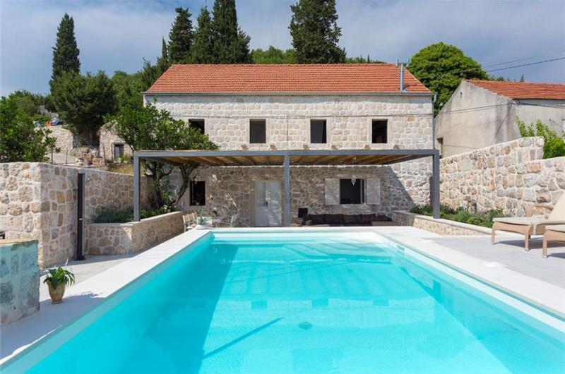 3 Bedroom Villa with Pool and Sea Views in Orasac near Dubrovnik, sleeps 6-8