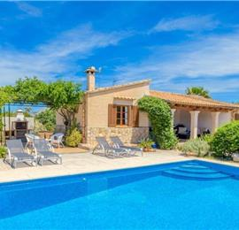 2 Bedroom Villa with Pool near Pollensa, Sleeps 4
