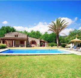 2 Bedroom Villa with Pool near Pollensa, Sleeps 4