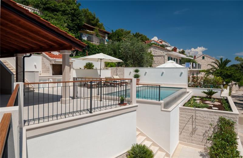 4 Bedroom Seafront Villa with Pool near Sumartin, Brac Island, Sleeps 8-10