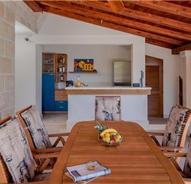 4 Bedroom Seafront Villa with Pool near Sumartin, Brac Island, Sleeps 8