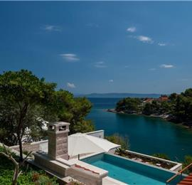 4 Bedroom Seafront Villa with Pool near Sumartin, Brac Island, Sleeps 8