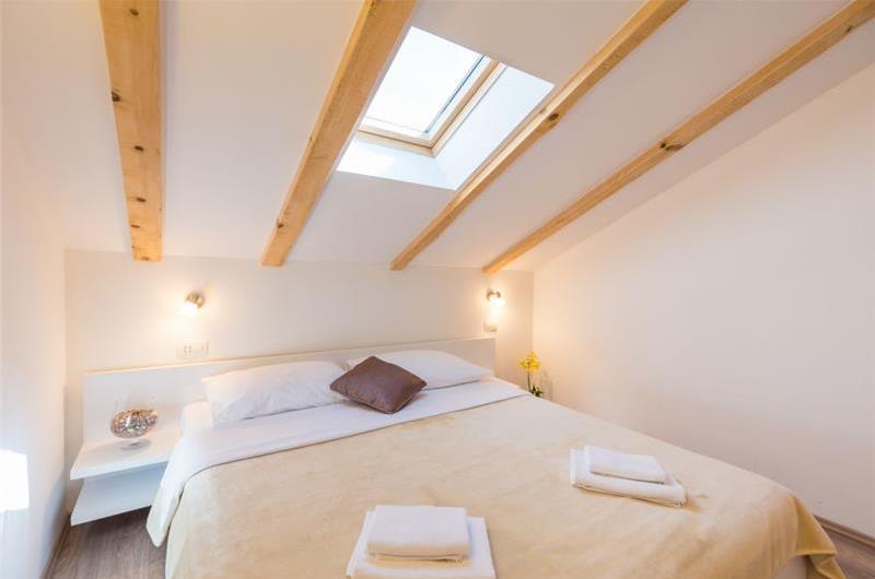 6 Bedroom Villa with Pool in Mokosica near Dubrovnik, Sleeps 12-14