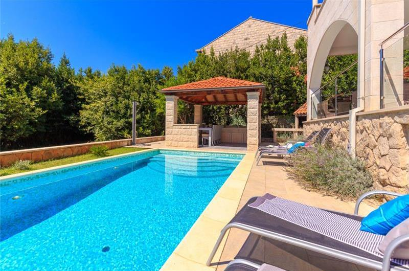 5 Bedroom Villa with Pool in Mokosica near Dubrovnik, Sleeps 10-12