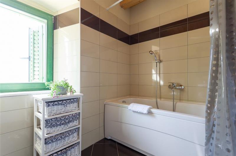 4 Bedroom Villa with Terrace near Dubrovnik Old Town, Sleeps 8