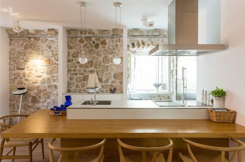 2 Bedroom Apartment in Dubrovnik Old Town, Sleeps 4