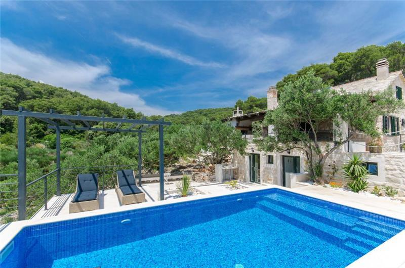 3 Bedroom Villa with Pool near Sumartin on Brac Island, Sleeps 6-8