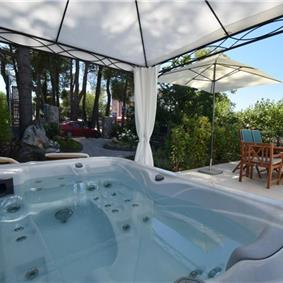 2 Bedroom Villa with Jacuzzi in Malinska, Krk Island, Sleeps 4-6