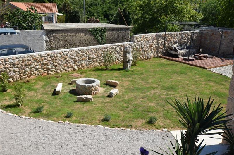 2 Bedroom Villa near Šilo, Krk Island, Sleeps 4-6
