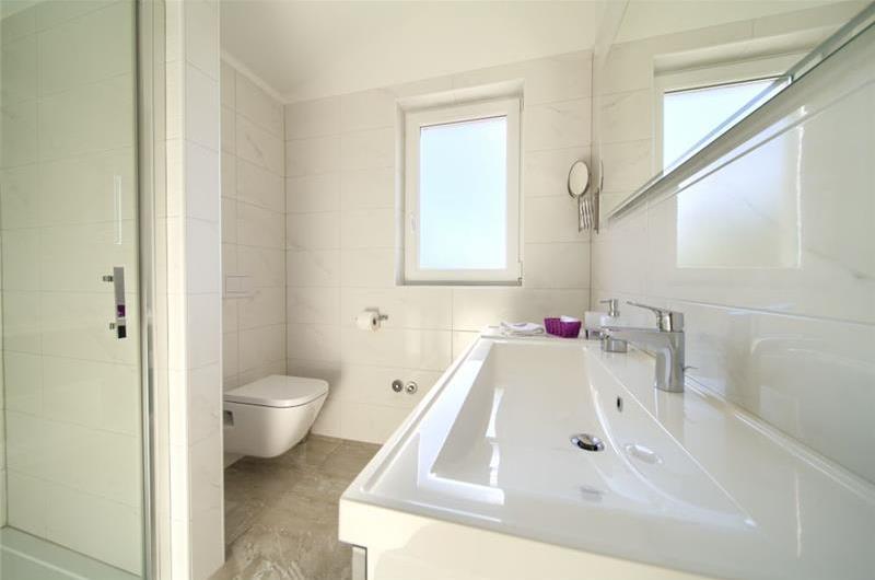 3 Bedroom Villa with Pool near Vrbnik, Krk Island, Sleeps 6