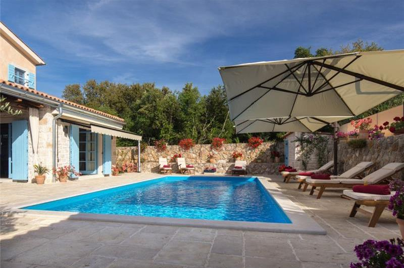 3 Bedroom Villa with Pool and Balcony near Malinska, Sleeps 6-8