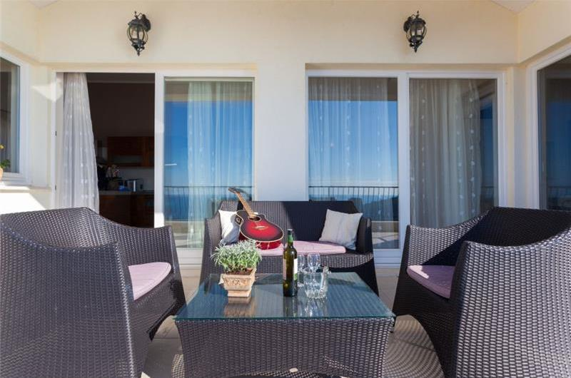 3 Bedroom Apartment with Pool and Terrace near Dubrovnik Old Town, Sleeps 6-8