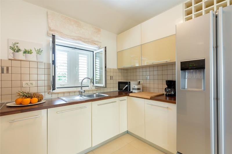 2 Bedroom Apartment with Garden, Terrace and Jacuzzi near Dubrovnik Old Town, Sleeps 4