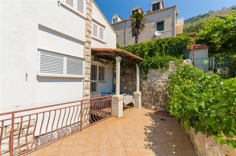 2 Bedroom Apartment with Terrace and Private Pool near Dubrovnik Old Town, Sleeps 4-5