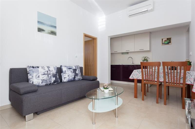 2 Bedroom Apartment with Terrace near Dubrovnik Old Town, sleeps 4-8