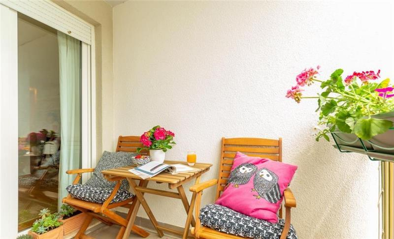 2 Bedroom Apartment with Terrace near Dubrovnik Old Town, Sleeps 3