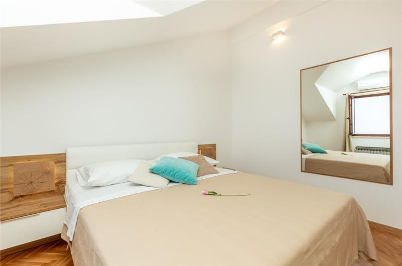 3 Bedroom Apartment with Terrace near Dubrovnik Old Town, Sleeps 6-8