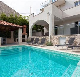2 Bedroom Apartment with Heated Pool near Dubrovnik Old Town, Sleeps 4-6