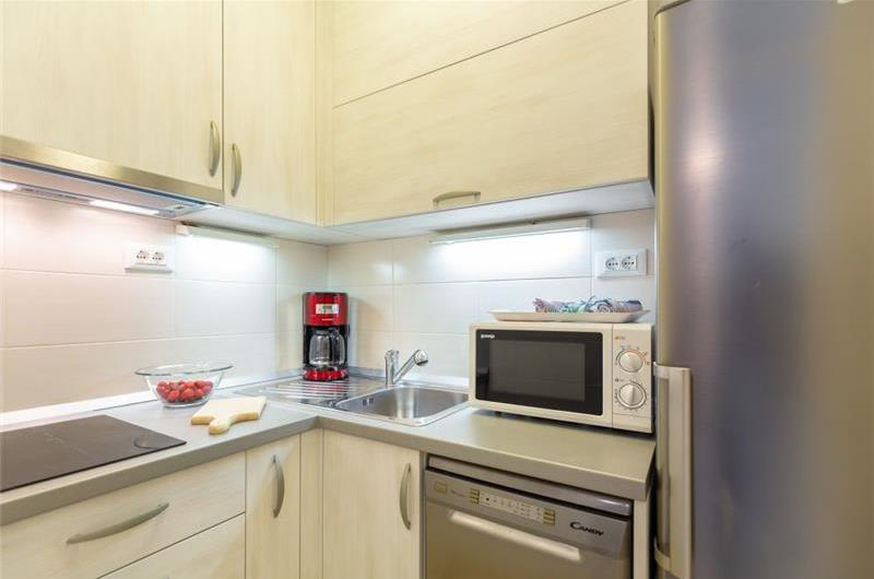 1 Bedroom Apartment with Terrace and Garden near to Dubrovnik Old Town, Sleeps 2-4