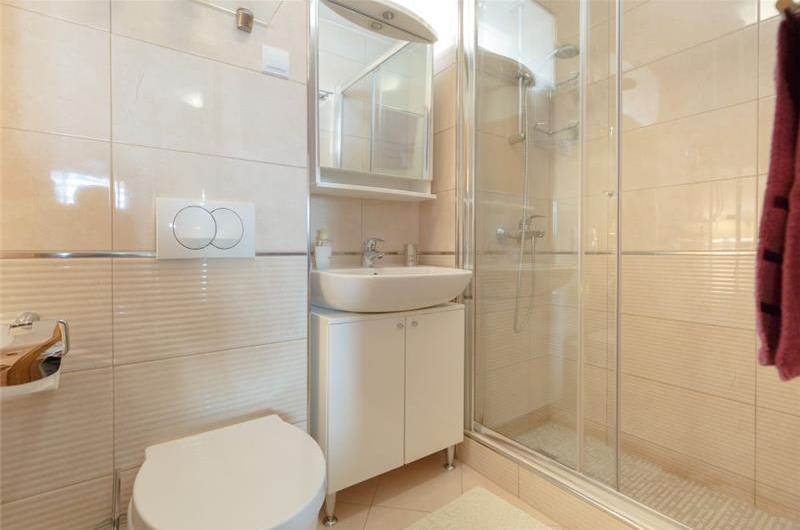 2 Bedroom Apartment with Rooftop Terrace and Jacuzzi near Dubrovnik Old Town, Sleeps 4