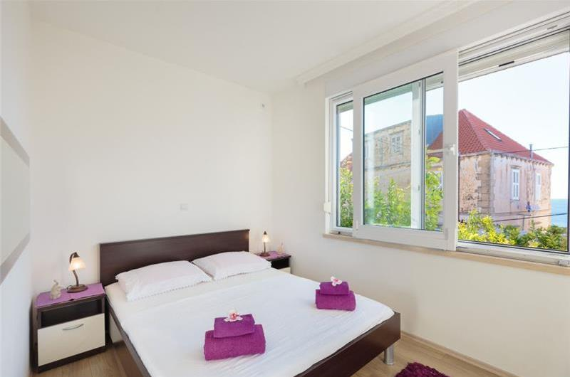 1 Bedroom Apartment with Shared Rooftop Terrace and Jacuzzi near Dubrovnik Old Town, Sleeps 2